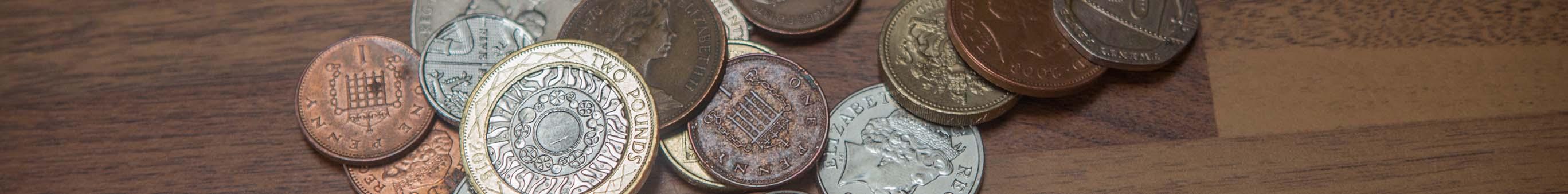 Práce vAnglii: Finance - peníze na cestu